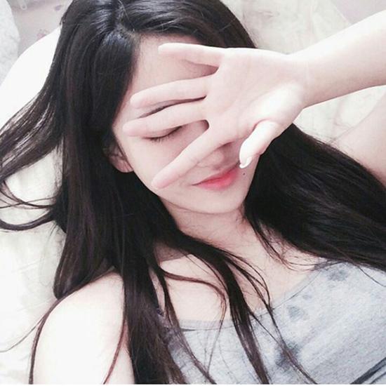 10-kieu-tao-dang-tay-cho-hinh-selfie-bot-nhat-7