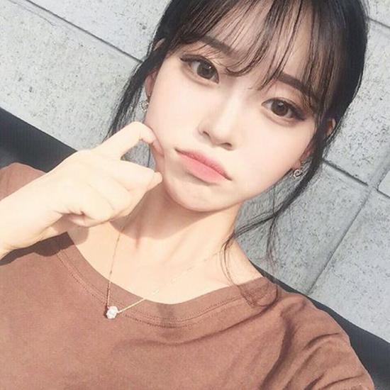 10-kieu-tao-dang-tay-cho-hinh-selfie-bot-nhat-8