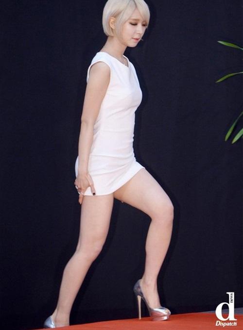 nhung-ke-thu-dang-so-cua-idol-nu-khi-mac-vay-ngan-1