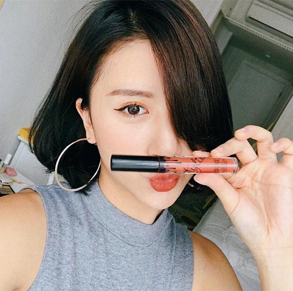 10-kieu-tao-dang-tay-cho-hinh-selfie-bot-nhat-10