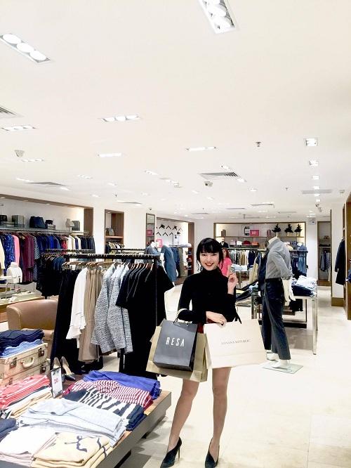 chau-bui-lang-thang-shopping-o-trang-tien-plaza-dip-khuyen-mai-2