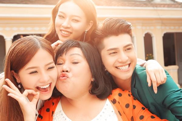 noo-phuoc-thinh-lan-dau-khoe-tai-dien-xuat-trong-phim-tet-online-6