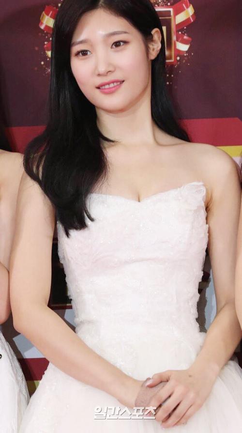 kbs-gayo-daechukje-dan-sao-kpop-hung-hau-khoe-dang-tren-tham-do-18