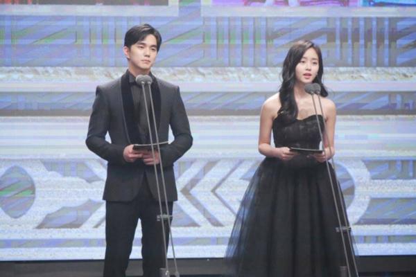 2-couple-hot-nhat-man-anh-han-2017-khoe-ve-dep-doi-5