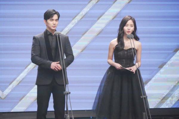 2-couple-hot-nhat-man-anh-han-2017-khoe-ve-dep-doi-6