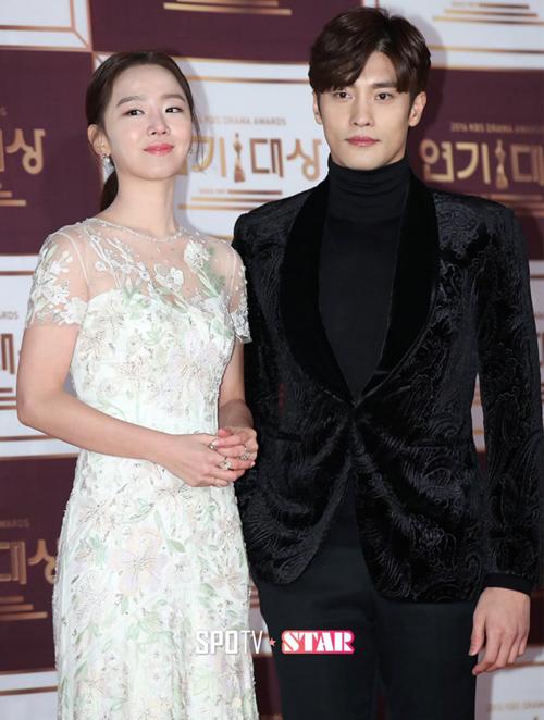 kbs-drama-awards-song-joong-ki-song-hye-kyo-dat-dinh-cao-nhan-sac-12