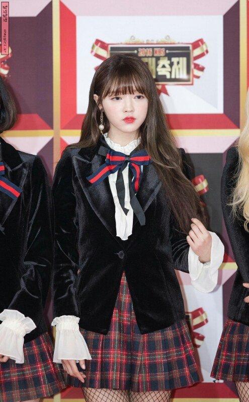 tan-binh-kpop-bi-nem-da-vi-nhai-hang-hieu-cua-black-pink-1