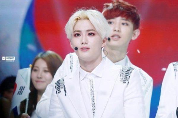 nhung-my-nam-kpop-thich-trang-diem-mat-dam-hon-ca-idol-nu-3