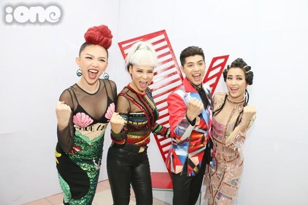 hlv-the-voice-chat-chem-nhau-bang-nhung-kieu-dau-ca-tinh-9