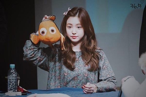 sao-han-4-1-kim-so-hyun-hoa-my-nu-co-trang-hyo-min-lan-ra-duong-dong-phim-4
