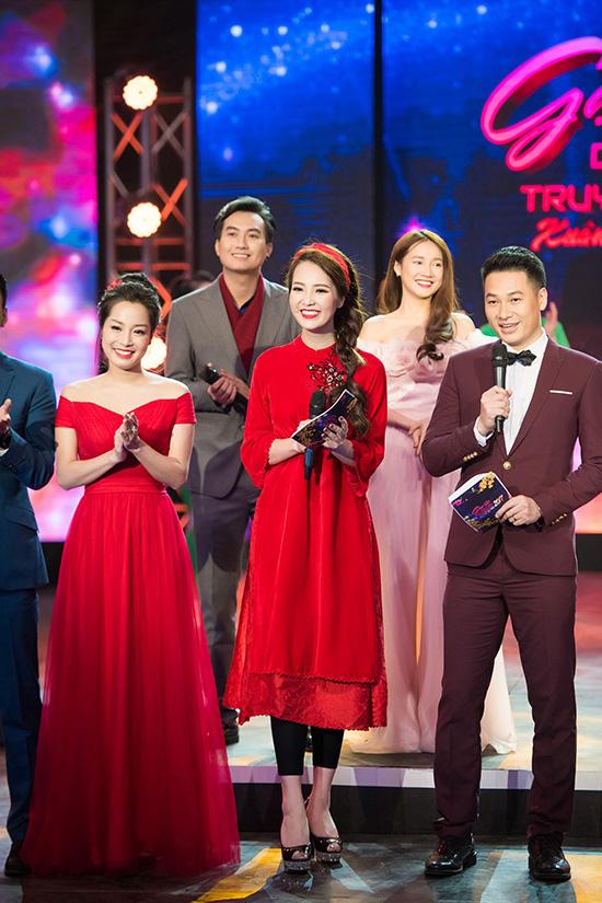nha-phuong-dien-vay-co-tre-sau-khoe-vong-1-giua-troi-dong-6