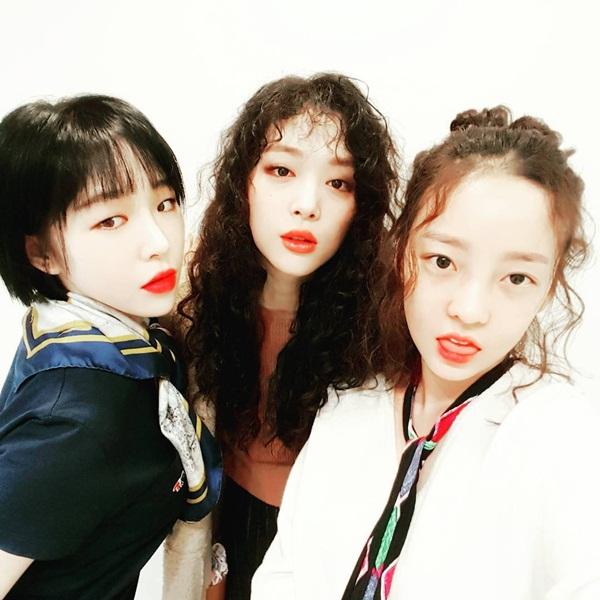 sao-han-4-1-kim-so-hyun-hoa-my-nu-co-trang-hyo-min-lan-ra-duong-dong-phim-6