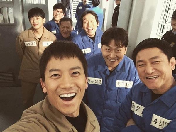 sao-han-7-1-sulli-khoe-dang-goi-cam-ji-sung-bi-dim-nhan-sac-the-tham