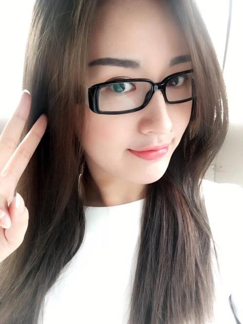 sao-viet-8-1-hoang-yen-chibi-bi-me-che-nhu-dan-ong-min-lam-khach-vip-du-show-big-bang-3