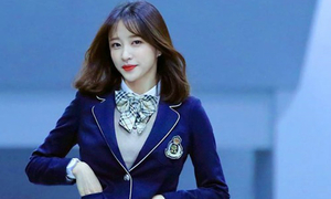 Hani gây sốt trên các forum Hàn khi mặc đồng phục nữ sinh