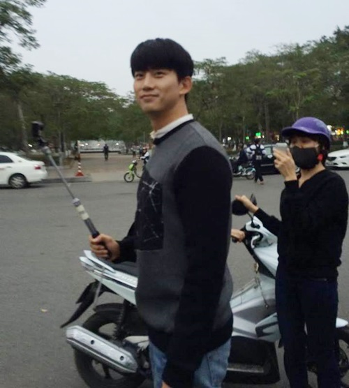 taec-yeon-khoe-vai-rong-nam-tinh-trong-anh-fan-viet-chup-voi-4