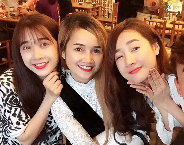 sao-viet-11-1-mai-phuong-thuy-nuoi-tiec-thoi-da-nau-3-chi-em-nha-phuong-giong-het-nhau-1