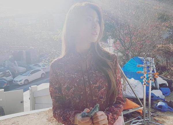sao-han-12-1-sulli-dang-anh-de-gay-hieu-nham-lee-sung-kyung-lam-mat-ngau-4