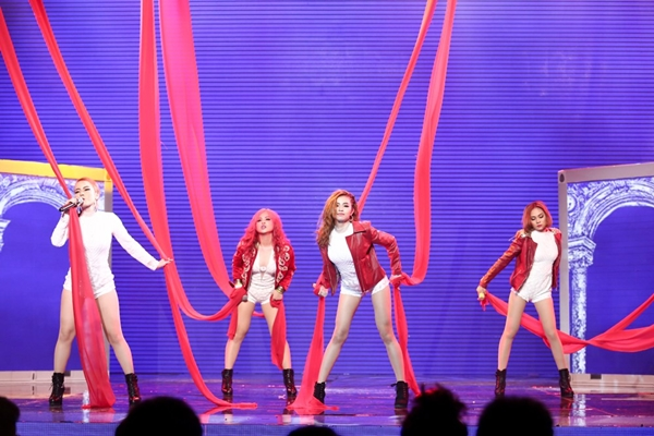 yen-trang-lieu-linh-nga-tu-do-cao-2m-danh-bai-s-girls-tai-vong-1-the-remix-9