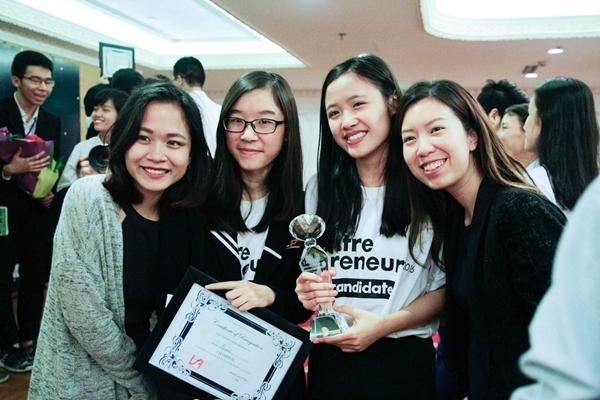 Quán quân TE 16 cùng trưởng BTC cuộc thi và chị Nguyễn Khánh Linh, top 30 forbes under 30, founder Koh Samui Hut.