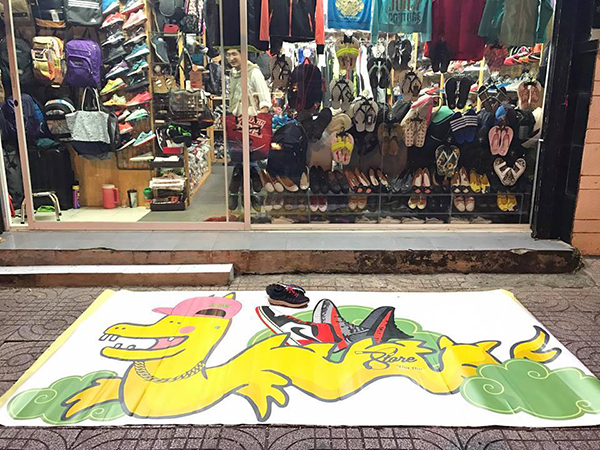 cac-thanh-ban-hang-dua-nhau-an-theo-rong-pikachu-7