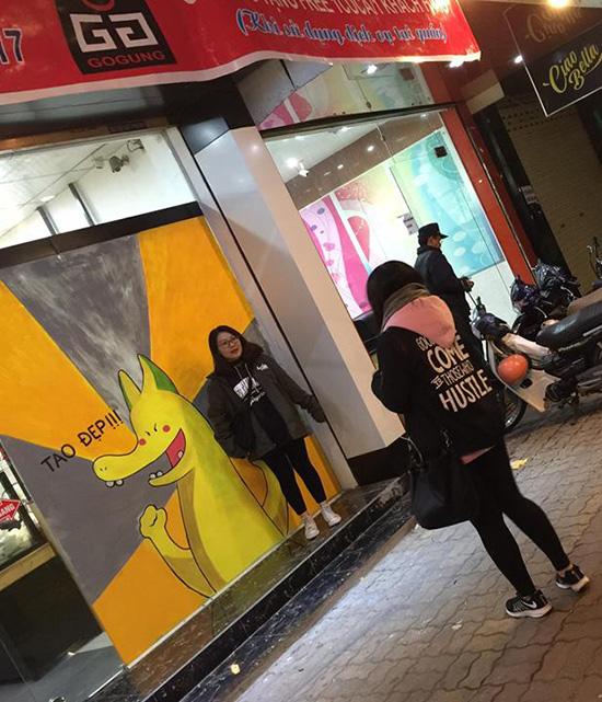 cac-thanh-ban-hang-dua-nhau-an-theo-rong-pikachu-8