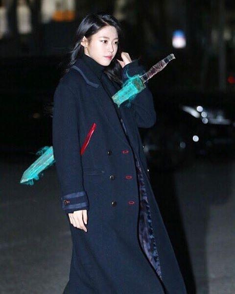 sao-han-14-1-seol-hyun-bi-xuyen-kiem-nhu-yeu-tinh-goblin-dara-chan-dai-bat-ngo