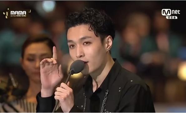4-idol-kpop-co-bai-phat-bieu-hung-da-nhieu-nhat-tai-le-trao-giai-1