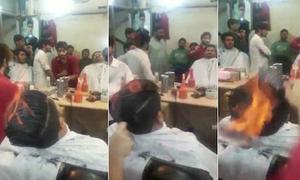 Màn làm tóc 'bốc lửa' ở Ấn Độ