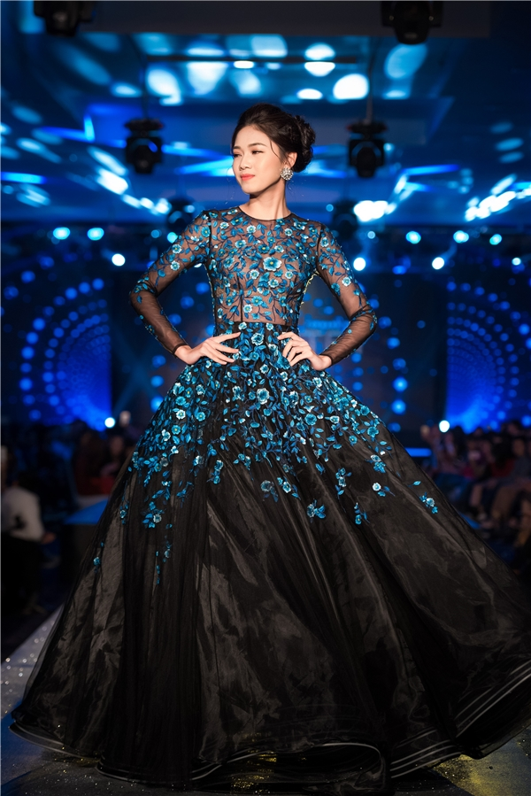angela-phuong-trinh-nhu-cong-chua-dung-vay-mot-loat-my-nhan-5