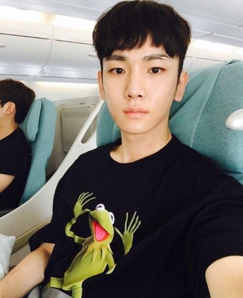 3-hot-trend-danh-guc-ca-sao-nam-nu-kpop-nam-2016-15