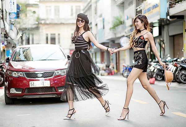 street-style-tuan-khac-biet-thoi-tiet-cua-sao-viet-hai-mien-1