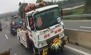 Màn rước dâu bằng xe cứu hộ