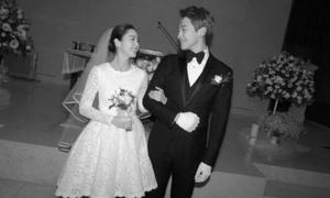 Kim Tae Hee diện váy cưới ngắn hiện đại trong lễ kết hôn