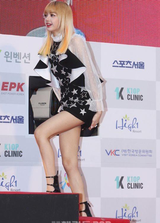 seoul-music-awards-loat-idol-nu-kho-so-che-chan-vi-vay-ngan-7