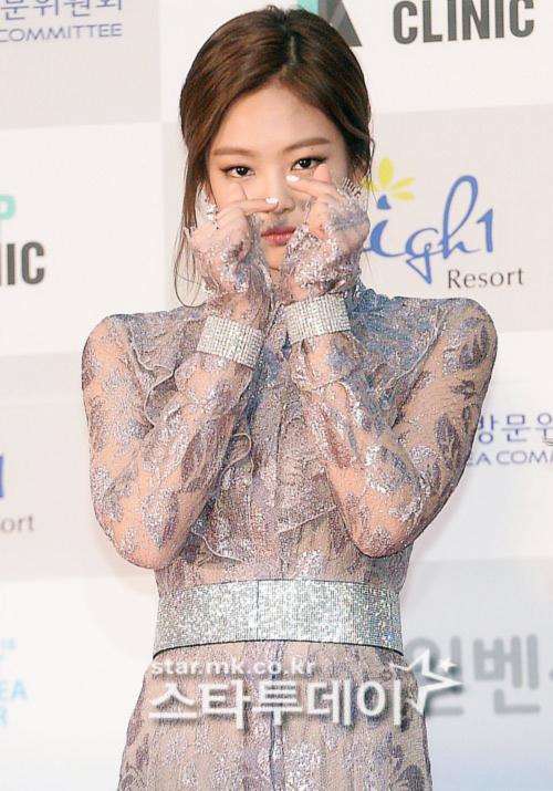 seoul-music-awards-loat-idol-nu-kho-so-che-chan-vi-vay-ngan-12