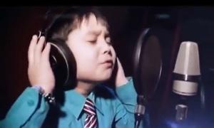 Cậu bé 4 tuổi hát 'I will always love you' cực đỉnh