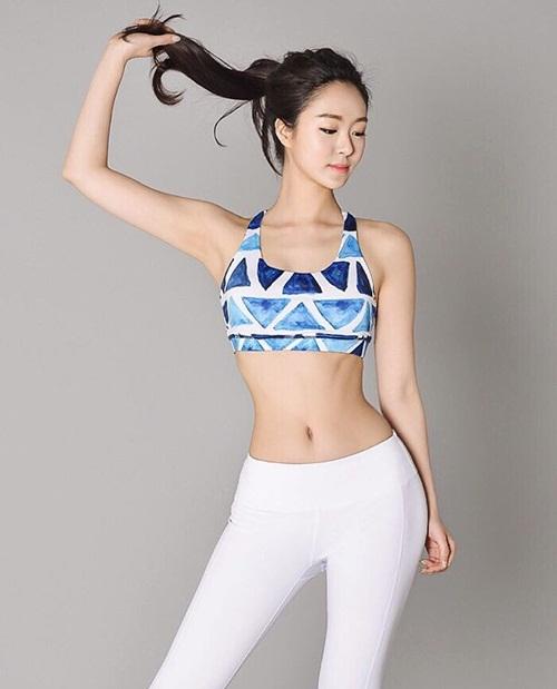 Hyo Seung có dáng chuẩn, chân dài, vòng eo thon nhỏ và hông quả táo sexy.