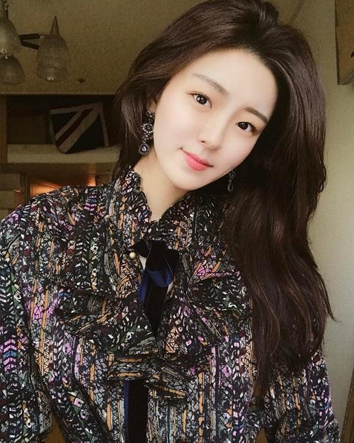 Bí quyết để giữ thân hình chuẩn, mềm dẻo của Hyo Seung là chăm chỉ tập pilates.   Ngoài ra cô còn thích bơi lội.