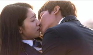 Sau cảnh hôn, mỹ nam Hàn người tái mặt, kẻ ngọt ngào