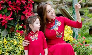 Con gái Elly Trần mặc áo dài du xuân như thiếu nữ