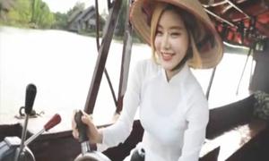 Nữ DJ sexy nhất Hàn Quốc tung clip dạo chơi Sài Gòn