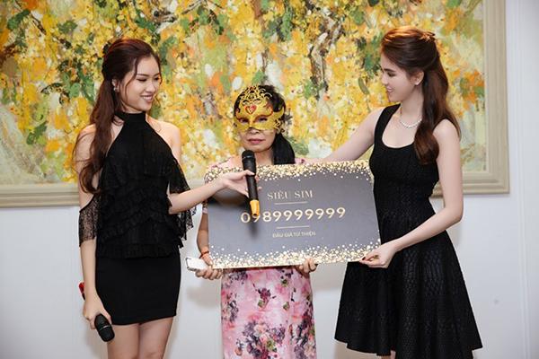 Chiếc sim quí của Ngọc Trinh được định giá 18 tỷ 688 triệu đồng.