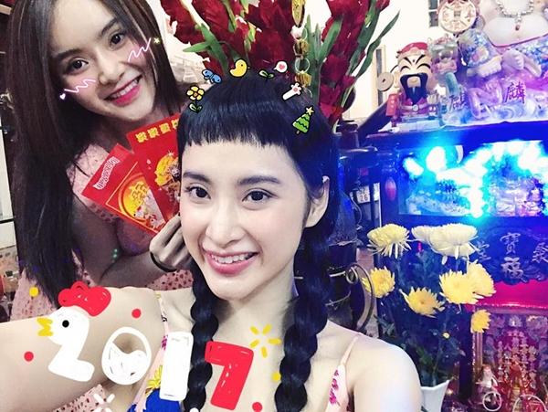 sao-viet-28-1-chi-em-angela-phuong-trinh-xinh-tuoi-don-tet-mai-ngo-dui-thon-bat-thuong