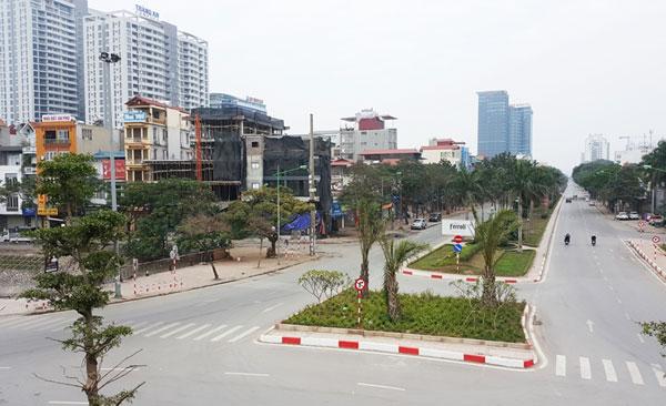... và đường Hoàng Quốc Việt trong buổi sáng mùng 1 Tết.