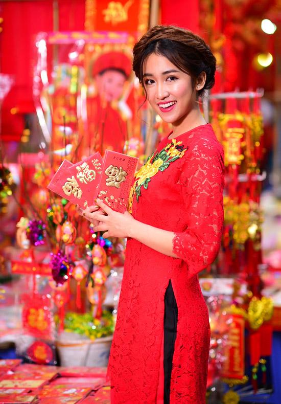 dj-trang-moon-xung-xinh-ao-dai-dao-pho-xuan-8