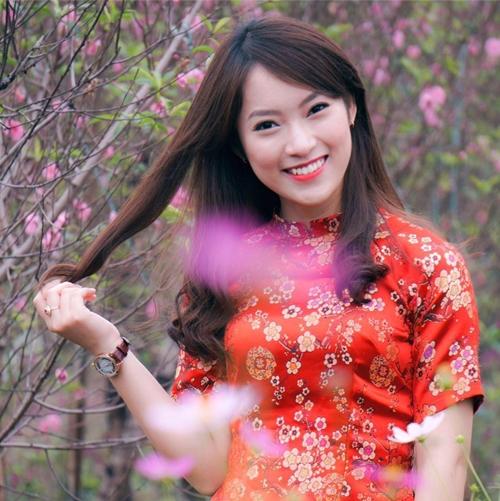khanh-vy-dien-ao-dai-ban-tieng-anh-nhu-gio-khi-gioi-thieu-chuong-trinh-tet-2