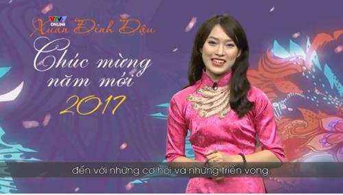 khanh-vy-dien-ao-dai-ban-tieng-anh-nhu-gio-khi-gioi-thieu-chuong-trinh-tet