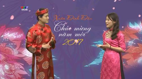khanh-vy-dien-ao-dai-ban-tieng-anh-nhu-gio-khi-gioi-thieu-chuong-trinh-tet-1