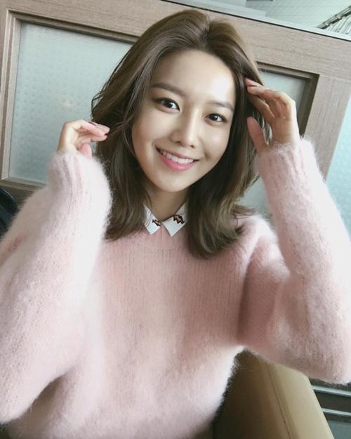 sao-han-31-1-hyo-min-dung-tay-che-mat-moc-jae-joong-da-trang-nhu-phat-sang-4